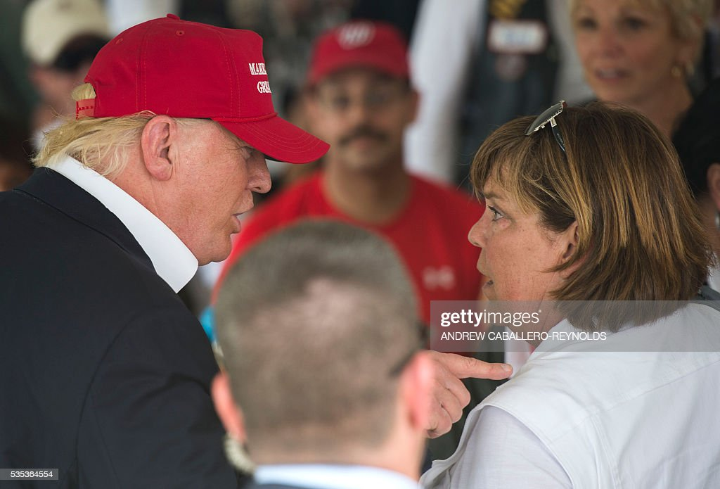 Republican presedential candidite Donald Trump speaks to a Gold Star mother at an event at the annual Rolling Thunder 'Ride for Freedom' parade ahead of Memorial Day in Washington, DC, on May 29, 2016. / AFP / Andrew Caballero-Reynolds