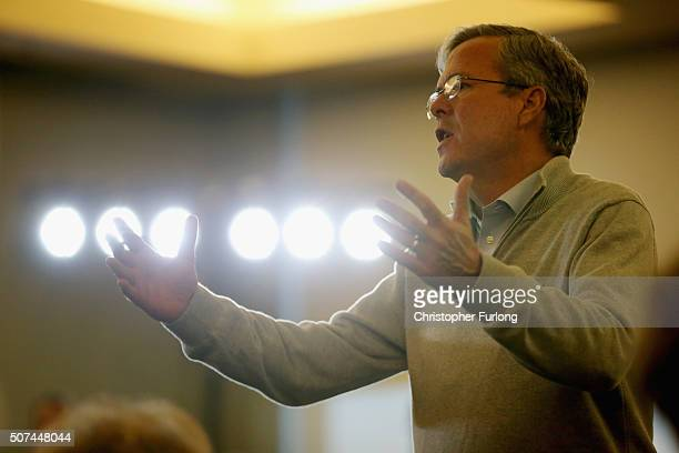Republican presidential candidate and former Florida Governor Jeb Bush addresses an audience of supporters on January 29 2016 in Sioux City Iowa Bush...