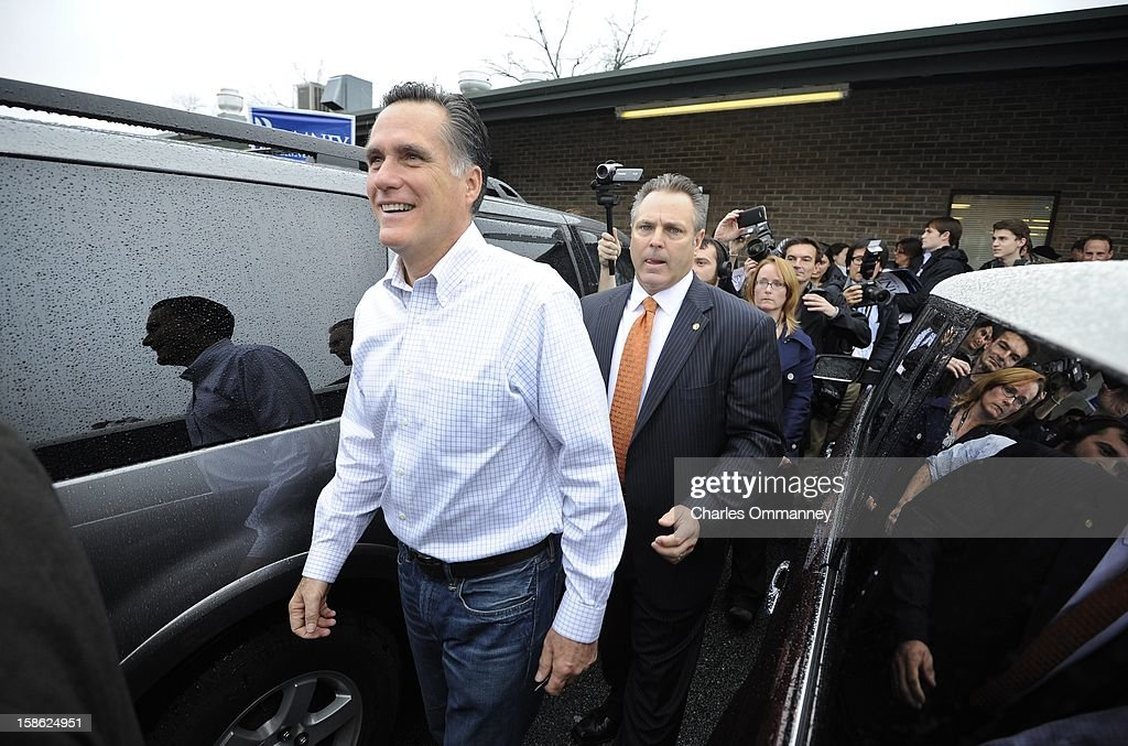 Republican presidential candidate and former Massachusetts Gov. <a gi-track='captionPersonalityLinkClicked' href=/galleries/search?phrase=Mitt+Romney&family=editorial&specificpeople=207106 ng-click='$event.stopPropagation()'>Mitt Romney</a> holds a campaign rally at Harmon Tree Farm on January 20, 2012 in Gilbert, South Carolina. Romney continues to campaign for votes in South Carolina ahead of their primary on January 21st.
