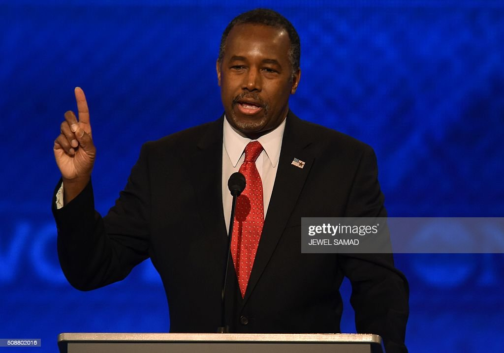 Republican presidential candidate Ben Carson participates in the Republican Presidential Candidates debate on February 6, 2016 at St. Anselm's College Institute of Politics in Manchester, New Hampshire. Seven Republicans campaigning to be US president are in a fight for survival in their last debate Saturday before the New Hampshire primary, battling to win over a significant number of undecided voters. / AFP / Jewel Samad