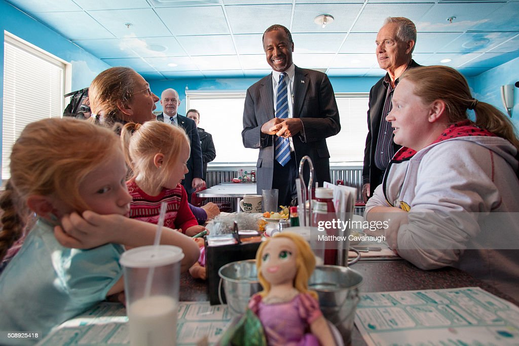 Republican presidential candidate Ben Carson speaks to patrons at The Airport Diner on February 7 2016 in Manchester New Hampshire Carson is...