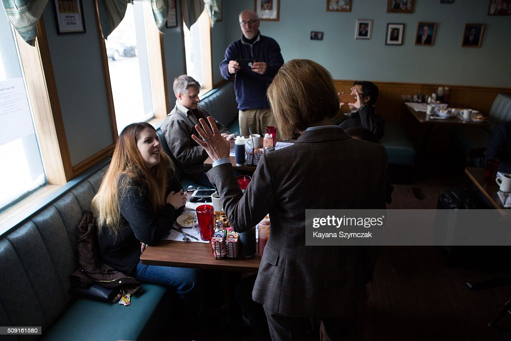 Republican presidential candidate Carly Fiorina campaigns at Chez Vachon on February 9, 2016 in Manchester, New Hampshire. Candidates are in a final campaign push for votes on the 'First in the Nation' presidential primary day.