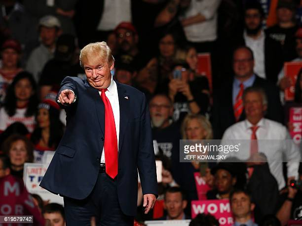 US Republican presidential candidate Donald Trump addresses supporters at Macomb Community College on October 31 2016 in Warren Michigan / AFP / JEFF...