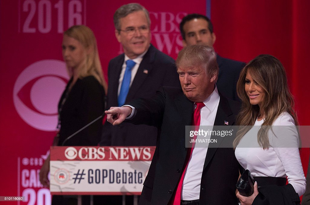 Republican presidential candidate Donald Trump gestures with his wife Melania Trump following the CBS News Republican Presidential Debate in Greenville, South Carolina, February 13, 2016. / AFP / JIM WATSON