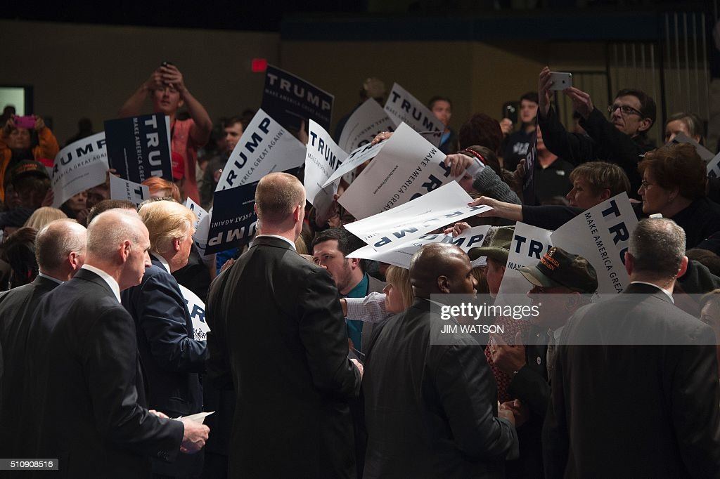 Republican presidential candidate Donald Trump greets supporters during a campaign rally in Sumter, South Carolina, February 17, 2016. / AFP / JIM