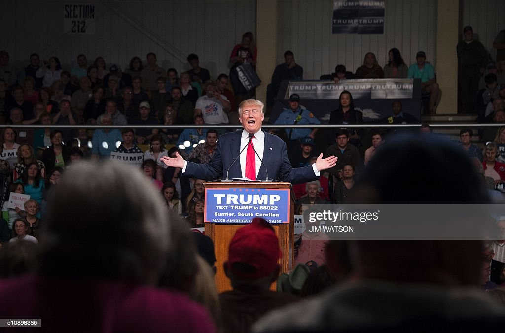 TOPSHOT - Republican presidential candidate Donald Trump speaks during a campaign rally in Sumter, South Carolina, February 17, 2016. / AFP / JIM