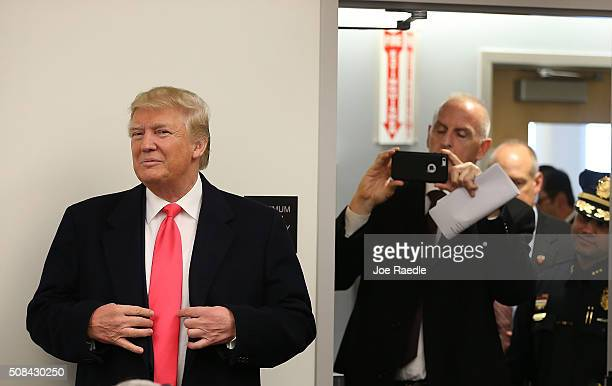 Republican presidential candidate Donald Trump visits the Manchester Police Department during a shift change on February 4 2016 in Manchester New...