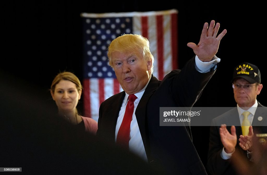 US Republican presidential candidate Donald Trump waves after a press conference at the Trump Tower on May 31, 2016 in New York. / AFP / Jewel SAMAD