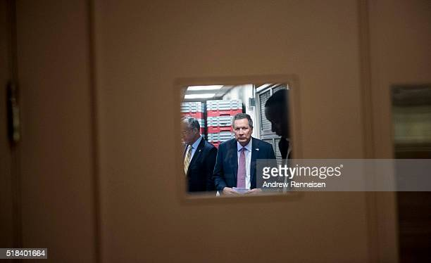 Republican presidential candidate Governor John Kasich arrives at a press conference on March 30 2016 in New York City The Ohio governor held the...