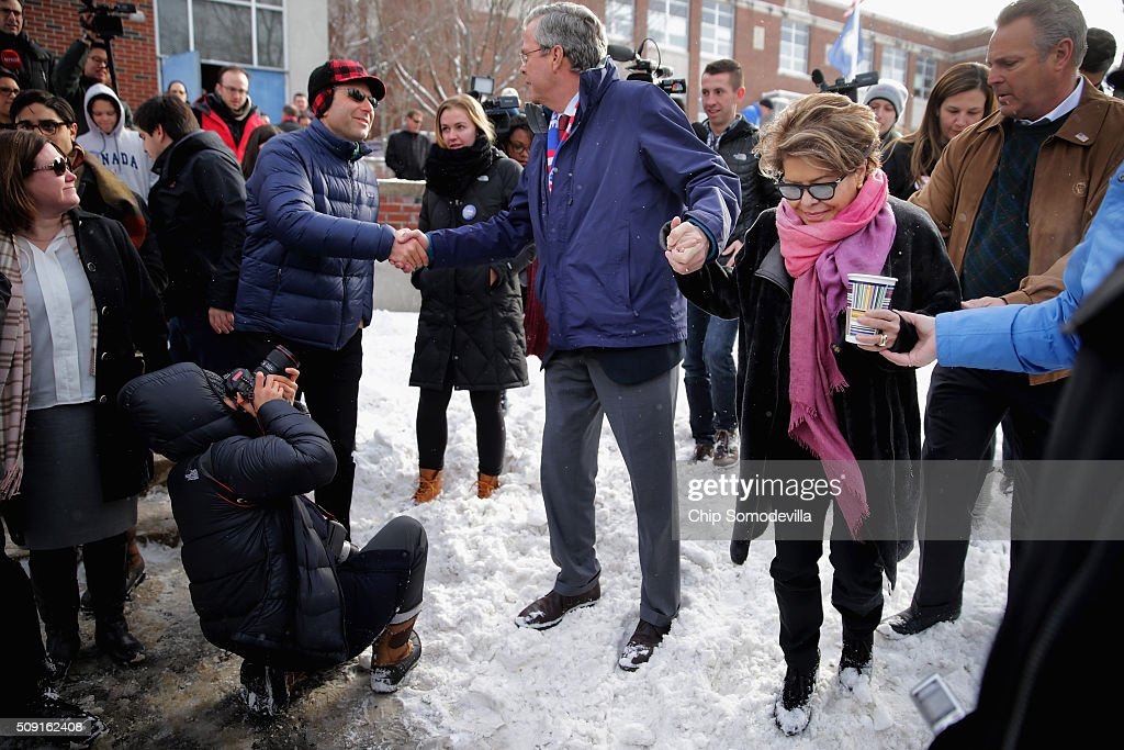 Republican presidential candidate Jeb Bush (C) and his wife Columba Bush thank supporters outside the polling place at Webster School on primary day February 9, 2016 in Manchester, New Hampshire. Candidates from both parties are making last-minute attempts to swing voters to their side on the day of the 'First in the Nation' presidential primary.