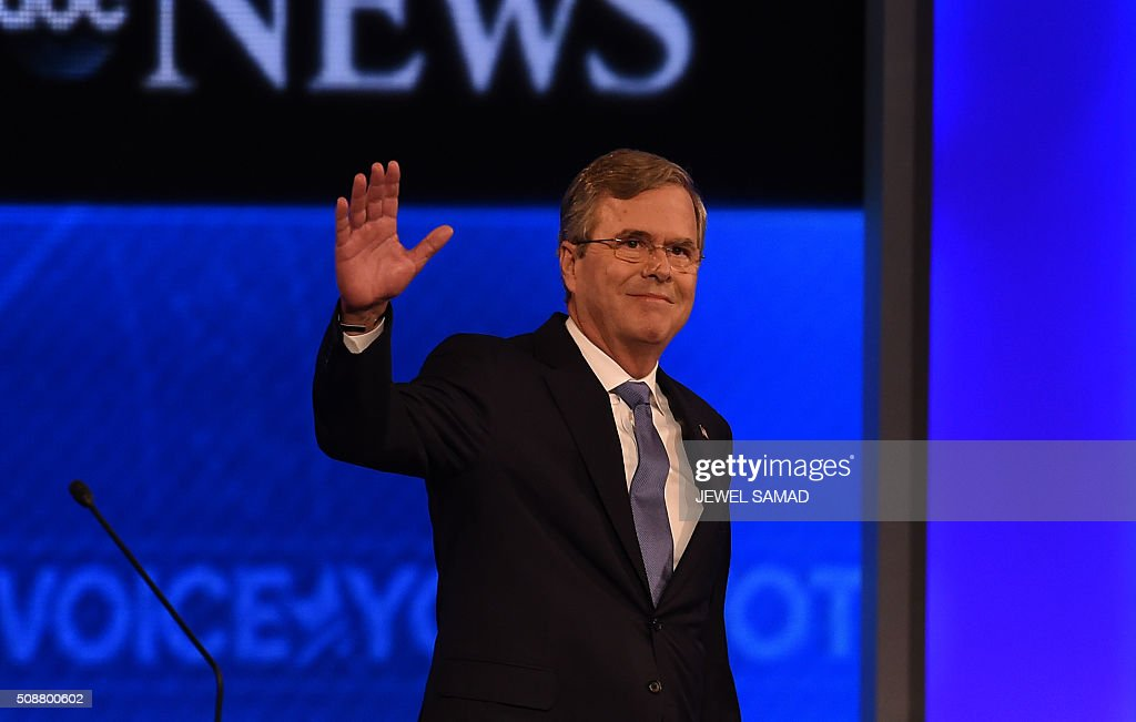 Republican presidential candidate Jeb Bush arrives for the Republican Presidential Candidates Debate on February 6, 2016 at St. Anselm's College Institute of Politics in Manchester, New Hampshire. Seven Republicans campaigning to be US president are in a fight for survival in their last debate Saturday before the New Hampshire primary, battling to win over a significant number of undecided voters. / AFP / Jewel Samad
