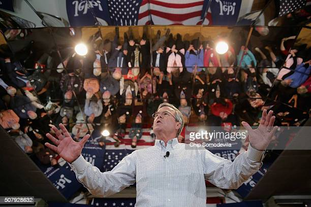 Republican presidential candidate Jeb Bush holds a campaign town hall meeting at the Alpine Club February 1 2016 in Manchester New Hampshire Getting...
