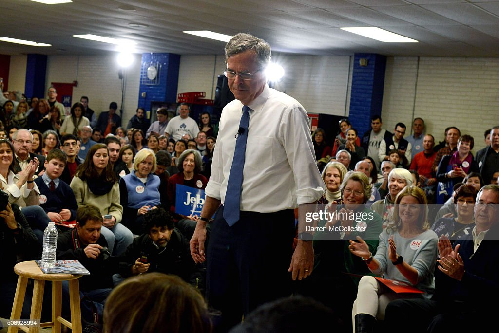Republican Presidential candidate <a gi-track='captionPersonalityLinkClicked' href=/galleries/search?phrase=Jeb+Bush&family=editorial&specificpeople=171487 ng-click='$event.stopPropagation()'>Jeb Bush</a> holds a town hall at Woodbury School February 7, 2016 in Salem, New Hampshire. Candidates are in a last push for votes ahead of the first in the nation primary on February 9.