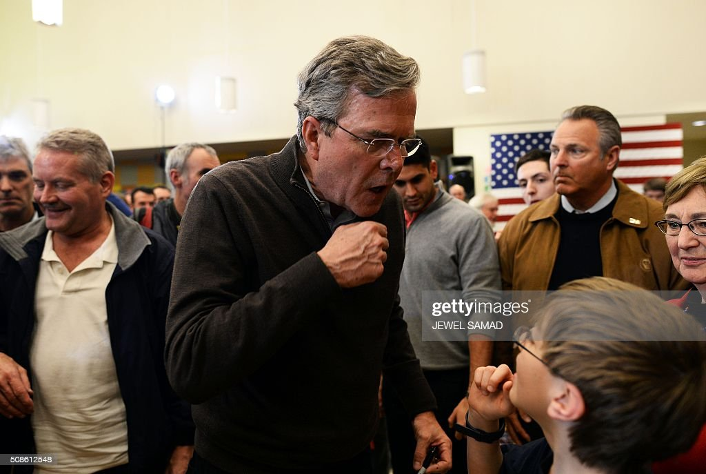 US Republican presidential candidate Jeb Bush jokes with a young supporter after a Town Hall meeting in Concord, New Hampshire, on February 5, 2016. / AFP / JEWEL SAMAD
