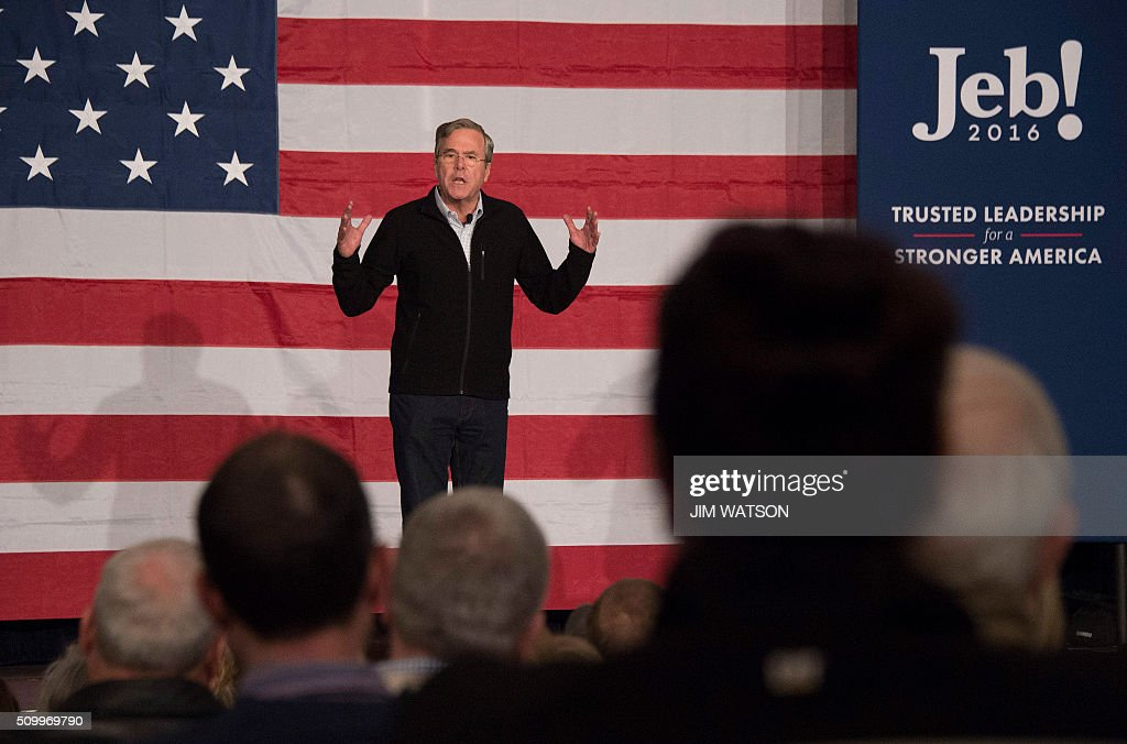 Republican presidential candidate Jeb Bush speaks during a town hall in Fountain Inn, South Carolina, on February 13, 2016. / AFP / JIM WATSON
