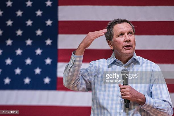 Republican presidential candidate John Kasich addresses the crowd at a town hall meeting at Clemson University February 18 2016 in Clemson South...