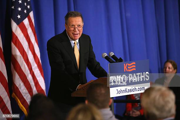 Republican Presidential candidate John Kasich speaks at the Women's National Republican Club on April 12 2016 in New York City Candidates are...