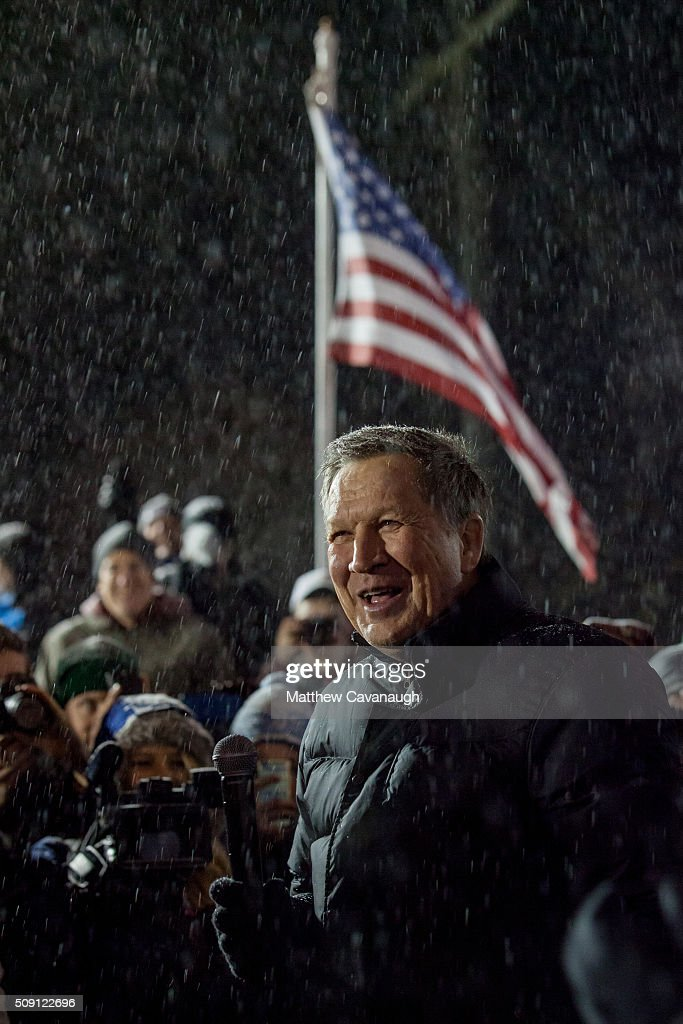 Republican presidential candidate, Ohio Gov. <a gi-track='captionPersonalityLinkClicked' href=/galleries/search?phrase=John+Kasich&family=editorial&specificpeople=1315571 ng-click='$event.stopPropagation()'>John Kasich</a> speaks to supporters at an election eve rally on February 8, 2016 at Robie's Country Store in Hooksett, New Hampshire. The New Hampshire primary is tomorrow, February 9.
