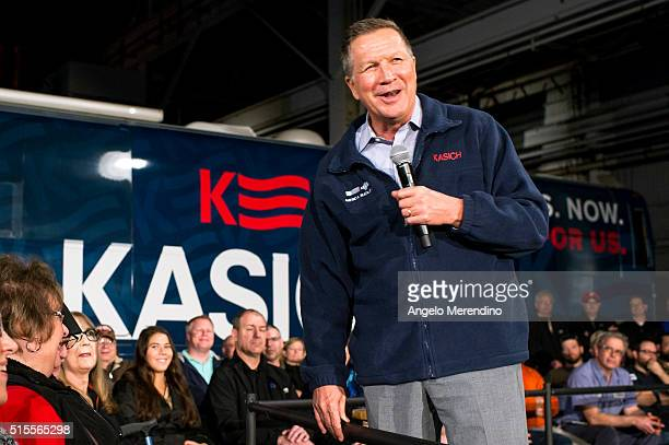 Republican presidential candidate Ohio Gov John Kasich speaks to supporters at a town hall meeting at Brilex Industries Inc on March 14 2016 in...