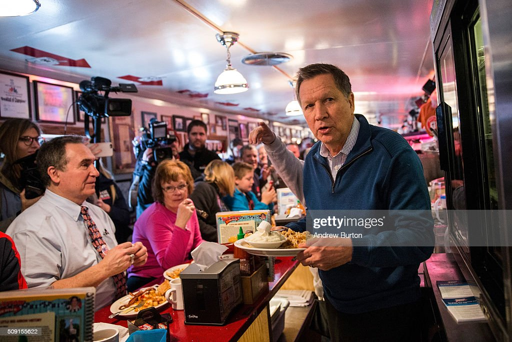 Republican presidential candidate Ohio Governor <a gi-track='captionPersonalityLinkClicked' href=/galleries/search?phrase=John+Kasich&family=editorial&specificpeople=1315571 ng-click='$event.stopPropagation()'>John Kasich</a> delivers a meal to patrons at the Red arrow Diner on February 9, 2016 in Manchester, New Hampshire. Today New Hampshire voters will decide between Republican and Democratic nominees for the presidency.