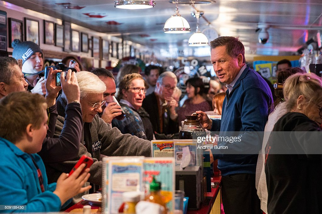 Republican presidential candidate Ohio Governor <a gi-track='captionPersonalityLinkClicked' href=/galleries/search?phrase=John+Kasich&family=editorial&specificpeople=1315571 ng-click='$event.stopPropagation()'>John Kasich</a> serves coffee to patrons at the Red arrow Diner on February 9, 2016 in Manchester, New Hampshire. Today New Hampshire voters will decide between Republican and Democratic nominees for the presidency.