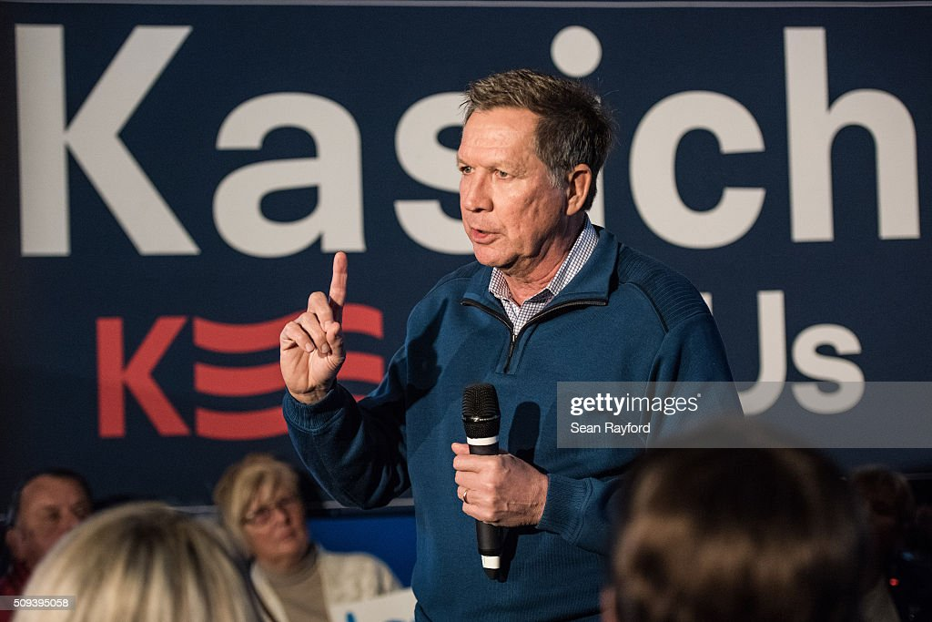Republican presidential candidate Ohio Governor <a gi-track='captionPersonalityLinkClicked' href=/galleries/search?phrase=John+Kasich&family=editorial&specificpeople=1315571 ng-click='$event.stopPropagation()'>John Kasich</a> talks to the crowd at Finn's Brick Oven Pizzaduring a campaign stop on February 10, 2016 in Mt. Pleasant, South Carolina. The South Carolina Republican primary will be held February 20, 2016.
