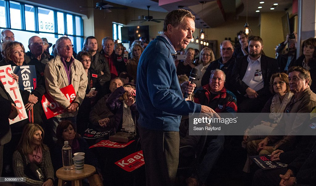 Republican presidential candidate Ohio Governor <a gi-track='captionPersonalityLinkClicked' href=/galleries/search?phrase=John+Kasich&family=editorial&specificpeople=1315571 ng-click='$event.stopPropagation()'>John Kasich</a> talks to the crowd at Finn's Brick Oven Pizza during a campaign stop on February 10, 2016 in Mt. Pleasant, South Carolina. The South Carolina Republican primary will be held February 20, 2016.