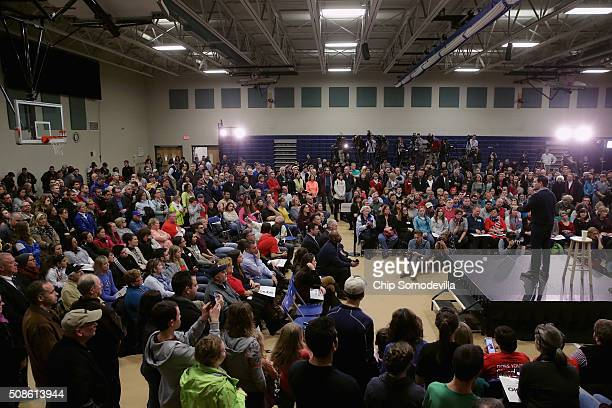 Republican presidential candidate Sen Marco Rubio holds a rally at the Hood Middle School gymnasium February 5 2016 in Derry New Hampshire Hundreds...