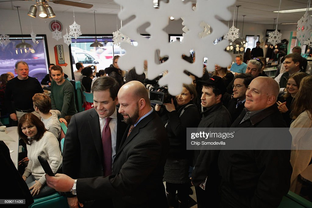 Republican presidential candidate Sen. <a gi-track='captionPersonalityLinkClicked' href=/galleries/search?phrase=Marco+Rubio+-+Politiker&family=editorial&specificpeople=11395287 ng-click='$event.stopPropagation()'>Marco Rubio</a> (R-FL) poses for selfies while visiting with about 50 customers at the Norton's Classic Cafe during a campaign stop February 8, 2016 in Nashua, New Hampshire. Rubio is hoping for a good showing on Tuesday when people in New Hampsire head to the polls in the 'First in the Nation' presidential primary.