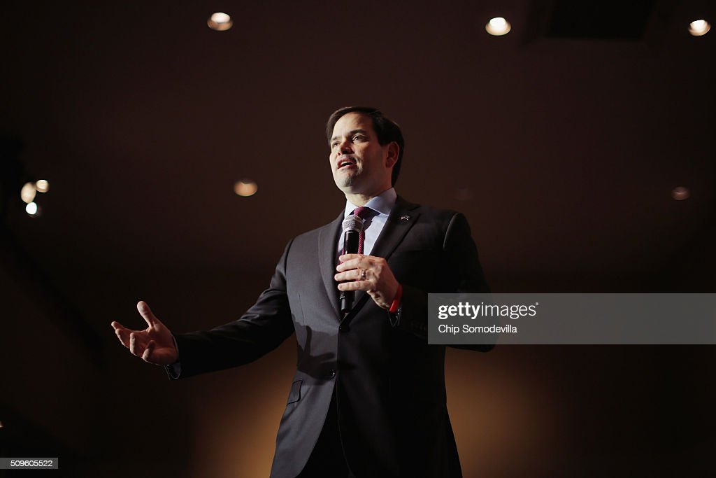 Republican presidential candidate Sen. <a gi-track='captionPersonalityLinkClicked' href=/galleries/search?phrase=Marco+Rubio+-+Homme+politique&family=editorial&specificpeople=11395287 ng-click='$event.stopPropagation()'>Marco Rubio</a> (R-FL) speaks at a campaign town hall meeting at the Southside Christian School February 11, 2016 in Simpsonville, South Carolina. Earlier in the week Rubio placed fifth in the New Hampshire primary, behind fellow GOP candidates Jeb Bush, John Kasich, Sen. Ted Cruz (R-TX) and Donald Trump, who won with 35 percent of the vote.