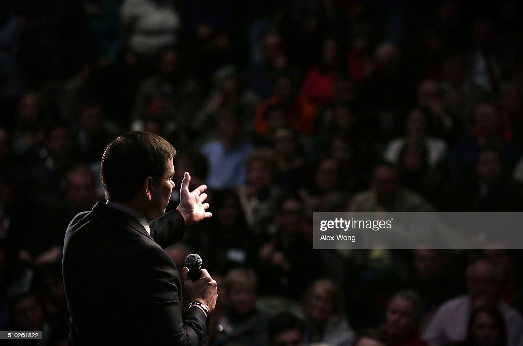 Republican presidential candidate Sen. <a gi-track='captionPersonalityLinkClicked' href=/galleries/search?phrase=Marco+Rubio+-+Homme+politique&family=editorial&specificpeople=11395287 ng-click='$event.stopPropagation()'>Marco Rubio</a> (R-FL) speaks to voters during a campaign rally February 14, 2016 in Easley, South Carolina. Rubio continued to campaign in the Palmetto State for the upcoming GOP primary.