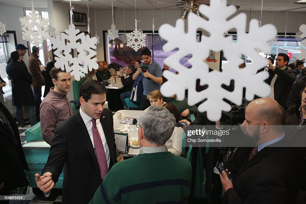 Republican presidential candidate Sen. <a gi-track='captionPersonalityLinkClicked' href=/galleries/search?phrase=Marco+Rubio+-+Politiker&family=editorial&specificpeople=11395287 ng-click='$event.stopPropagation()'>Marco Rubio</a> (R-FL) visits with about 50 customers at the Norton's Classic Cafe during a campaign stop February 8, 2016 in Nashua, New Hampshire. Rubio is hoping for a good showing on Tuesday when people in New Hampsire head to the polls in the 'First in the Nation' presidential primary.