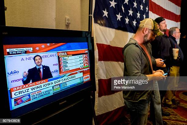 Republican Presidential Candidate Senator Marco Rubio addresses supporters at a caucus night party at the Marriott hotel on February 1 2016 in Des...