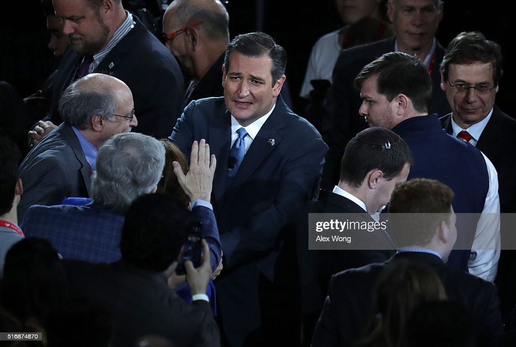 Republican presidential candidate Senator Ted Cruz (R-TX) greets attendees after his address to the annual policy conference of the American Israel Public Affairs Committee (AIPAC) March 21, 2016 in Washington, DC. Presidential candidates from both parties gathered in Washington to explain their views on Israel.