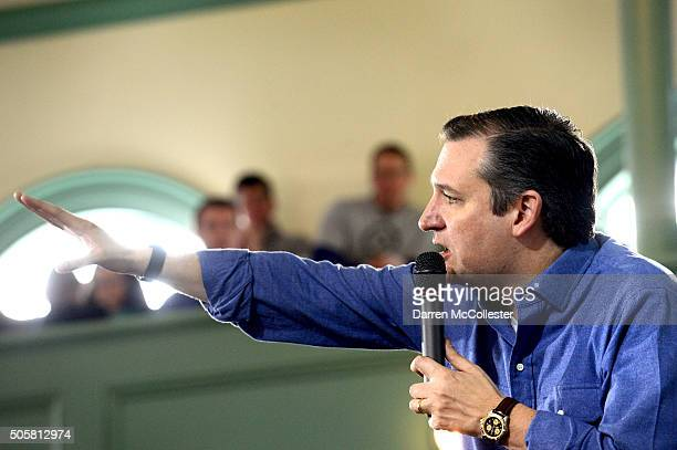 Republican Presidential candidate Ted Cruz speaks at Exeter Town Hall January 20 2016 in Exeter New Hampshire Cruz is fighting to maintain a slim...