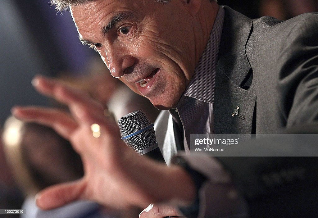 Republican presidential candidate Texas Gov. <a gi-track='captionPersonalityLinkClicked' href=/galleries/search?phrase=Rick+Perry+-+Politician&family=editorial&specificpeople=175872 ng-click='$event.stopPropagation()'>Rick Perry</a> speaks to Iowa voters at Doughy Joey's pizza shop December 30, 2011 in Waterloo, Iowa. Four full days of campaigning remain before Iowans vote on January 3rd.