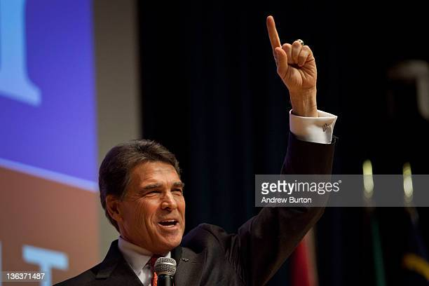 Republican presidential candidate Texas Gov Rick Perry speaks to Principal Financial Group employees on the day of the Iowa Caucus January 3 2012 in...