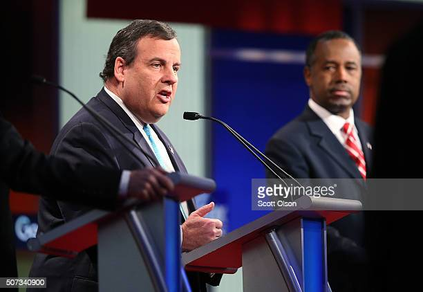 Republican presidential candidates Ben Carson and New Jersey Governor Chris Christie participate in the Fox News Google GOP Debate January 28 2016 at...