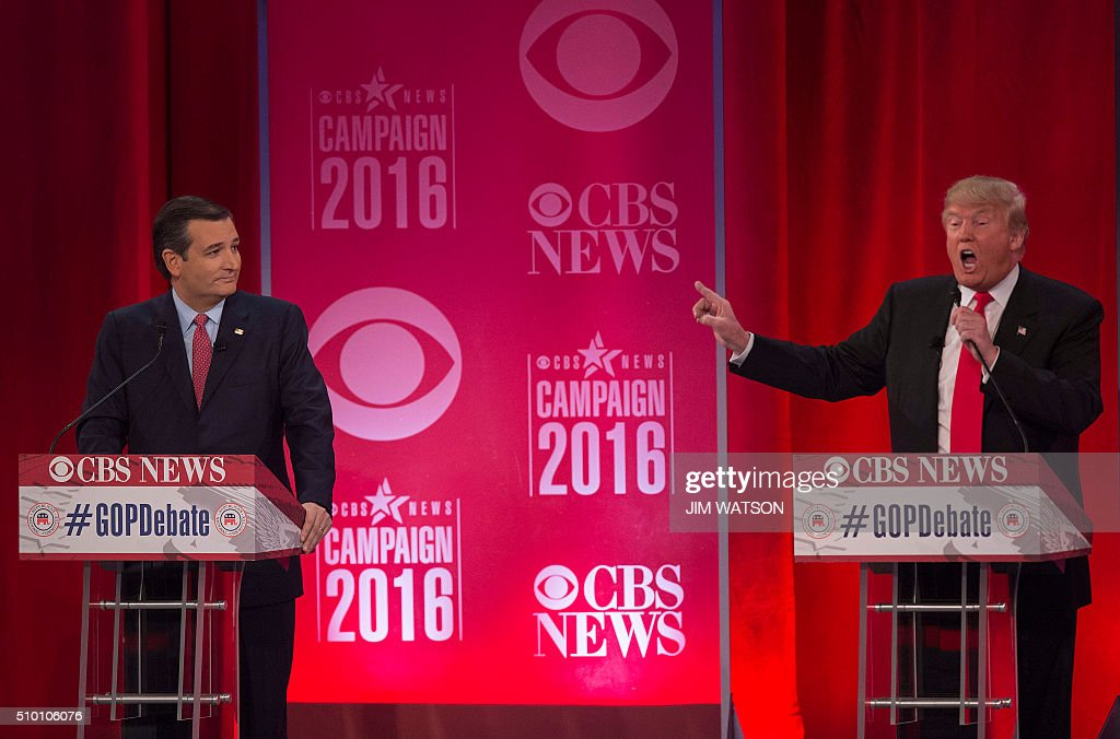 Republican presidential candidates Donald Trump (R) and Ted Cruz (L) argue during the CBS News Republican Presidential Debate in Greenville, South Carolina, February 13, 2016. / AFP / JIM WATSON