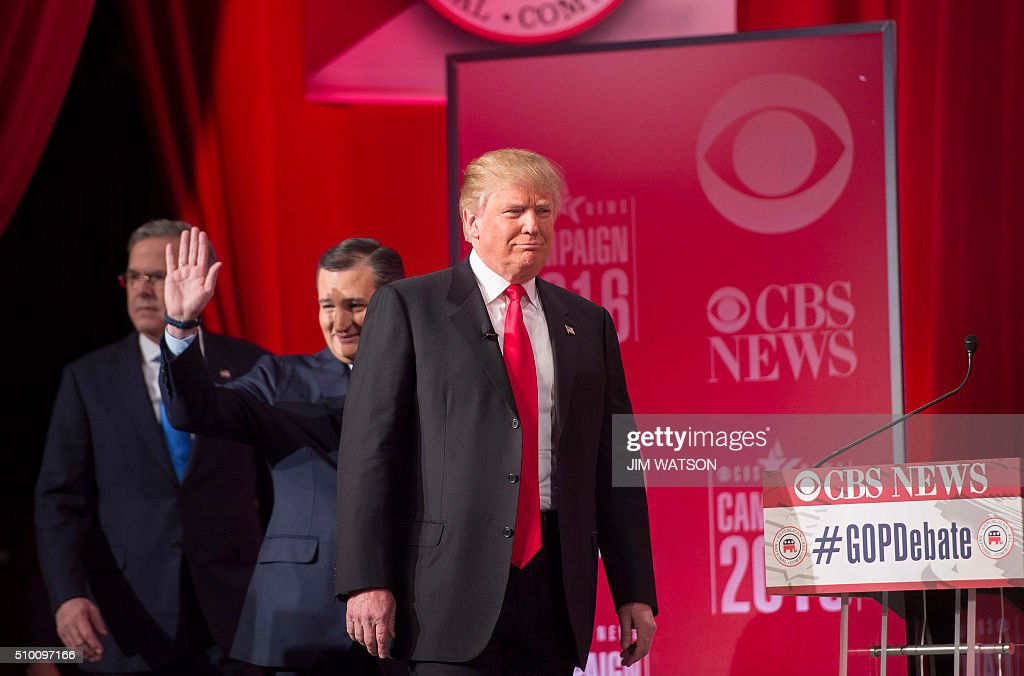Republican presidential candidates Donald Trump (R), Ted Cruz (C) and Jeb Bush (L) arrive for the CBS News Republican Presidential Debate in Greenville, South Carolina, February 13, 2016. / AFP / JIM WATSON