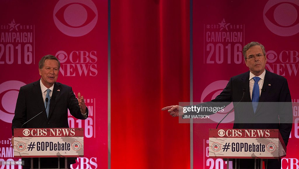 Republican presidential candidates John Kasich (L) and Jeb Bush (R) argue during the CBS News Republican Presidential Debate in Greenville, South Carolina, February 13, 2016. / AFP / JIM WATSON