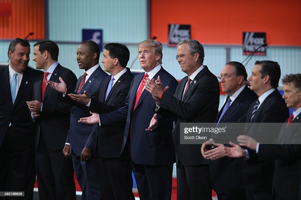 Republican presidential candidates (L-R) New Jersey Gov. <a gi-track='captionPersonalityLinkClicked' href=/galleries/search?phrase=Chris+Christie&family=editorial&specificpeople=6480114 ng-click='$event.stopPropagation()'>Chris Christie</a>, Sen. <a gi-track='captionPersonalityLinkClicked' href=/galleries/search?phrase=Marco+Rubio+-+Politicus&family=editorial&specificpeople=11395287 ng-click='$event.stopPropagation()'>Marco Rubio</a> (R-FL), <a gi-track='captionPersonalityLinkClicked' href=/galleries/search?phrase=Ben+Carson&family=editorial&specificpeople=3233819 ng-click='$event.stopPropagation()'>Ben Carson</a>, Wisconsin Gov. <a gi-track='captionPersonalityLinkClicked' href=/galleries/search?phrase=Scott+Walker+-+Politiek&family=editorial&specificpeople=7511934 ng-click='$event.stopPropagation()'>Scott Walker</a>, Donald Trump, <a gi-track='captionPersonalityLinkClicked' href=/galleries/search?phrase=Jeb+Bush&family=editorial&specificpeople=171487 ng-click='$event.stopPropagation()'>Jeb Bush</a>, <a gi-track='captionPersonalityLinkClicked' href=/galleries/search?phrase=Mike+Huckabee&family=editorial&specificpeople=226521 ng-click='$event.stopPropagation()'>Mike Huckabee</a>, Sen. <a gi-track='captionPersonalityLinkClicked' href=/galleries/search?phrase=Ted+Cruz&family=editorial&specificpeople=7222093 ng-click='$event.stopPropagation()'>Ted Cruz</a> (R-TX) and Sen. <a gi-track='captionPersonalityLinkClicked' href=/galleries/search?phrase=Rand+Paul&family=editorial&specificpeople=6939188 ng-click='$event.stopPropagation()'>Rand Paul</a> (R-KY) take the stage for the first prime-time presidential debate hosted by FOX News and Facebook at the Quicken Loans Arena August 6, 2015 in Cleveland, Ohio. The top-ten GOP candidates were selected to participate in the debate based on their rank in an average of the five most recent national political polls.