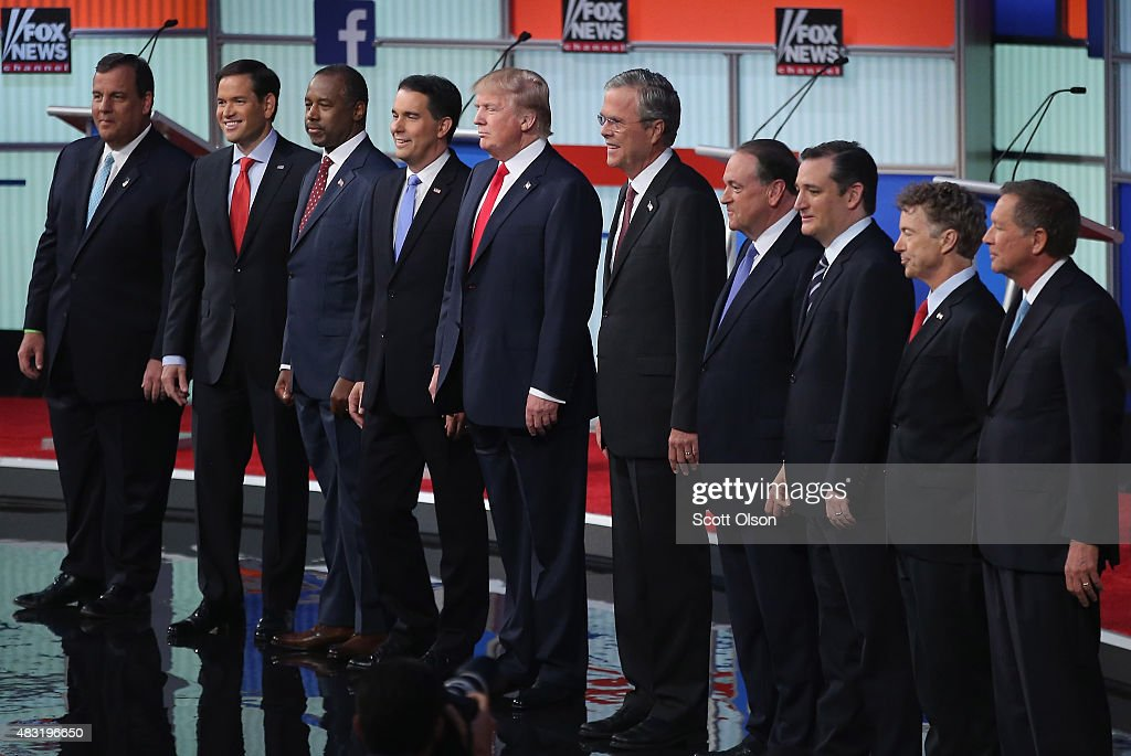 Republican presidential candidates (L-R) New Jersey Gov. <a gi-track='captionPersonalityLinkClicked' href=/galleries/search?phrase=Chris+Christie&family=editorial&specificpeople=6480114 ng-click='$event.stopPropagation()'>Chris Christie</a>, Sen. <a gi-track='captionPersonalityLinkClicked' href=/galleries/search?phrase=Marco+Rubio+-+Politicus&family=editorial&specificpeople=11395287 ng-click='$event.stopPropagation()'>Marco Rubio</a> (R-FL), <a gi-track='captionPersonalityLinkClicked' href=/galleries/search?phrase=Ben+Carson&family=editorial&specificpeople=3233819 ng-click='$event.stopPropagation()'>Ben Carson</a>, Wisconsin Gov. <a gi-track='captionPersonalityLinkClicked' href=/galleries/search?phrase=Scott+Walker+-+Politiek&family=editorial&specificpeople=7511934 ng-click='$event.stopPropagation()'>Scott Walker</a>, Donald Trump, <a gi-track='captionPersonalityLinkClicked' href=/galleries/search?phrase=Jeb+Bush&family=editorial&specificpeople=171487 ng-click='$event.stopPropagation()'>Jeb Bush</a>, <a gi-track='captionPersonalityLinkClicked' href=/galleries/search?phrase=Mike+Huckabee&family=editorial&specificpeople=226521 ng-click='$event.stopPropagation()'>Mike Huckabee</a>, Sen. <a gi-track='captionPersonalityLinkClicked' href=/galleries/search?phrase=Ted+Cruz&family=editorial&specificpeople=7222093 ng-click='$event.stopPropagation()'>Ted Cruz</a> (R-TX), Sen. <a gi-track='captionPersonalityLinkClicked' href=/galleries/search?phrase=Rand+Paul&family=editorial&specificpeople=6939188 ng-click='$event.stopPropagation()'>Rand Paul</a> (R-KY) and <a gi-track='captionPersonalityLinkClicked' href=/galleries/search?phrase=John+Kasich&family=editorial&specificpeople=1315571 ng-click='$event.stopPropagation()'>John Kasich</a> take the stage for the first prime-time presidential debate hosted by FOX News and Facebook at the Quicken Loans Arena August 6, 2015 in Cleveland, Ohio. The top-ten GOP candidates were selected to participate in the debate based on their rank in an average of the five most recent national political polls.