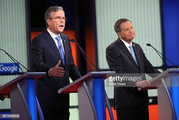 Republican presidential candidates Ohio Governor John Kasich and Jeb Bush participate in the Fox News Google GOP Debate January 28 2016 at the Iowa...