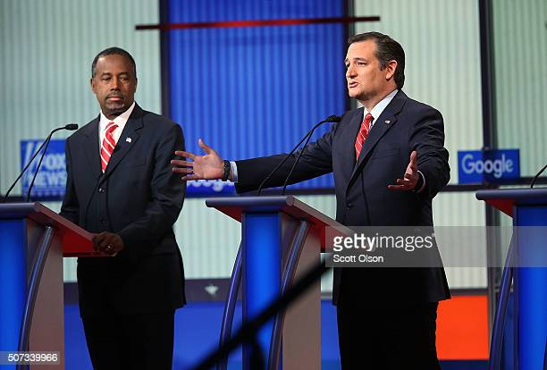 Republican presidential candidates Sen Ted Cruz and Ben Carson participate in the Fox News Google GOP Debate January 28 2016 at the Iowa Events...
