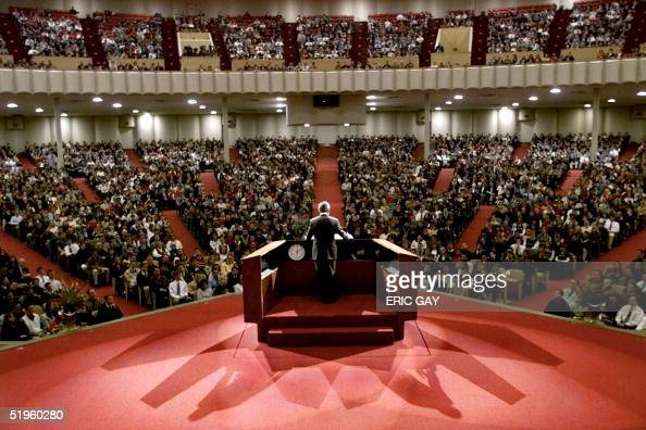 Republican presidential hopeful Texas Governor George W Bush speaks to approximately 7000 students at Bob Jones University during a campaign stop in...