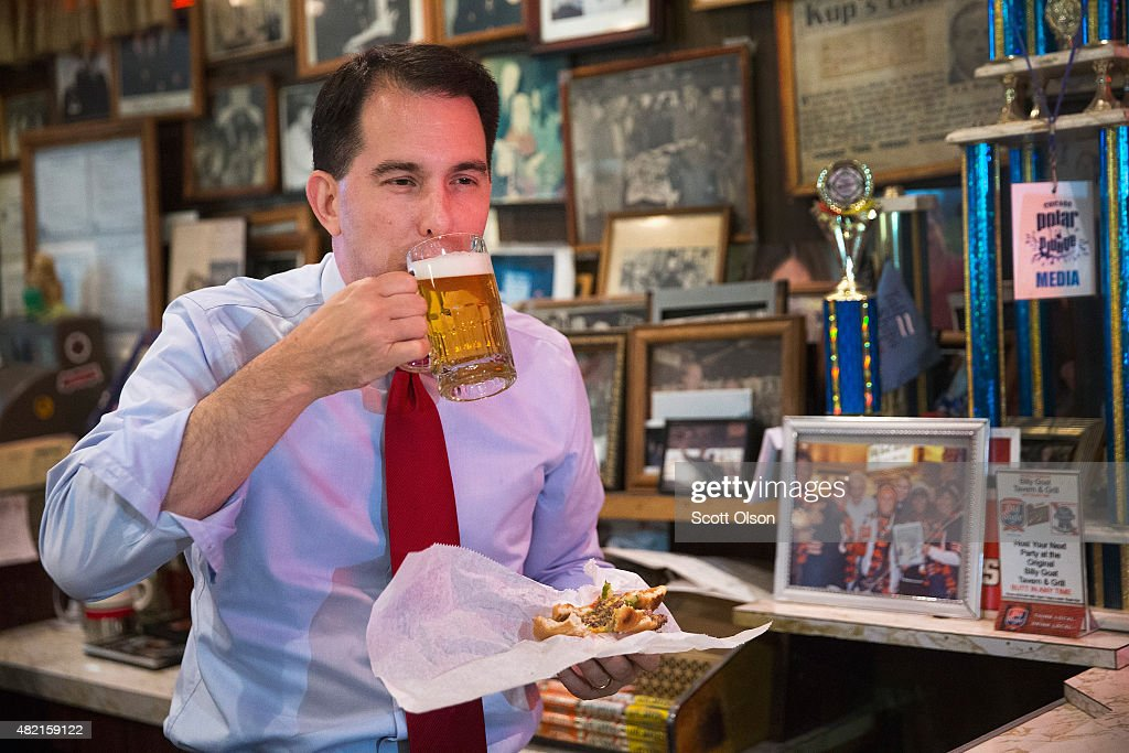 Republican presidential hopeful Wisconsin Governor <a gi-track='captionPersonalityLinkClicked' href=/galleries/search?phrase=Scott+Walker+-+Politiek&family=editorial&specificpeople=7511934 ng-click='$event.stopPropagation()'>Scott Walker</a> washes down a 'cheezborger' with a Schlitz beer at the famed Billy Goat Tavern during a campaign stop on July 27, 2015 in Chicago, Illinois. Recent polls have Walker leading all Republican contenders in Iowa but trailing businessman Donald Trump and former Florida Governor Jeb Bush in New Hampshire.