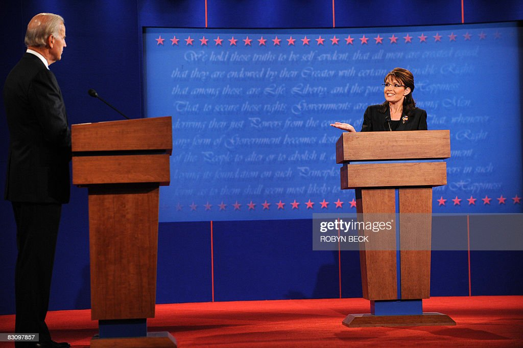 Republican Sarah Palin (R) and Democrat Joseph Biden (L) participate in the vice presidential debate October 2, 2008 at Washington University in St. Louis, Missouri. Vice presidential nominees Palin and Biden clashed at their crucial vice presidential debate, with the Alaska governor under pressure to quell questions about her knowledge and experience. AFP PHOTO / Robyn BECK