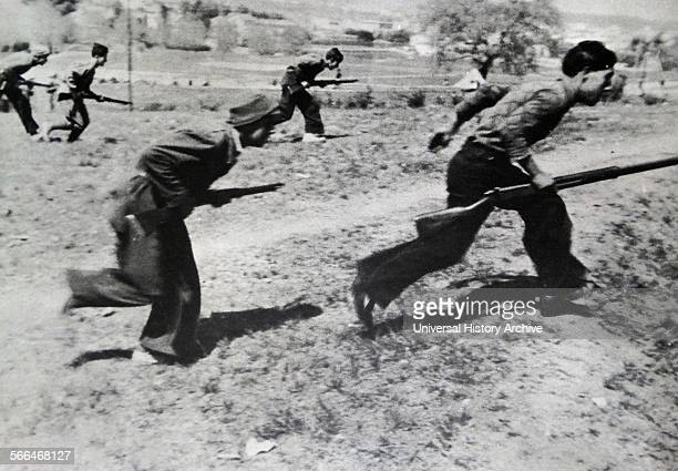 Republican soldiers train during the Spanish Civil War