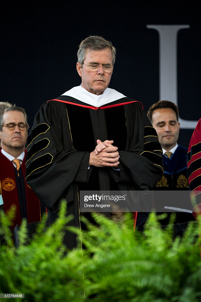 Republican US presidential hopeful and former Florida governor Jeb Bush bows his head in prayer during the commencement ceremony at Liberty...